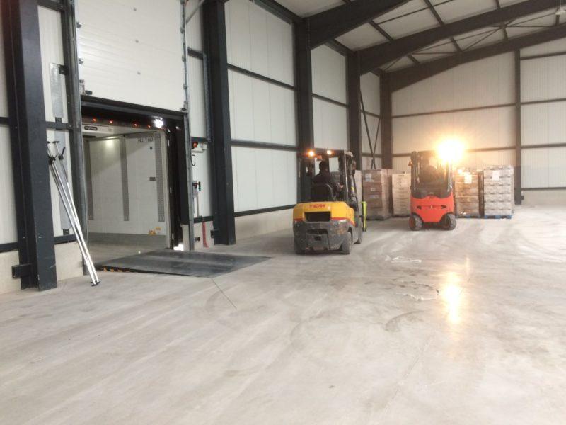 Déchargement de camion - Société Zucarlux Arlon - Logistique entreprise (1)