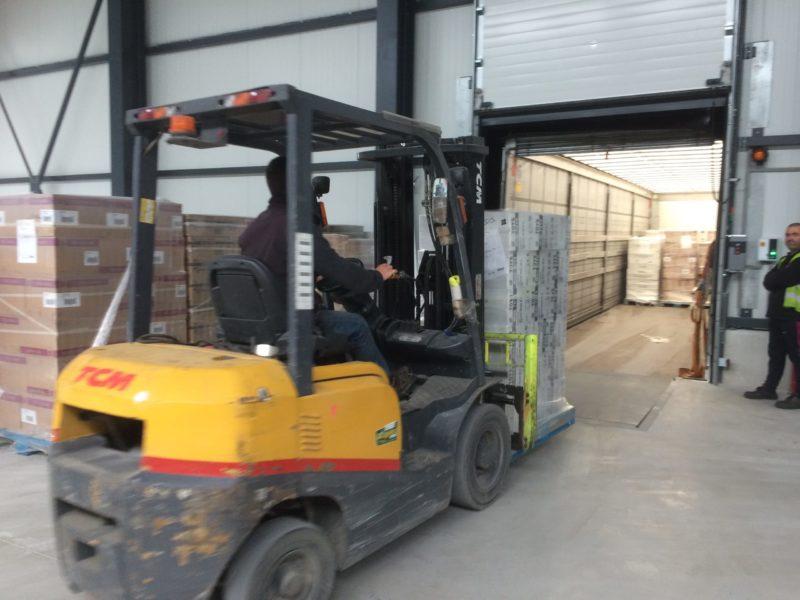 Déchargement de camion - Société Zucarlux Arlon - Logistique entreprise (2)