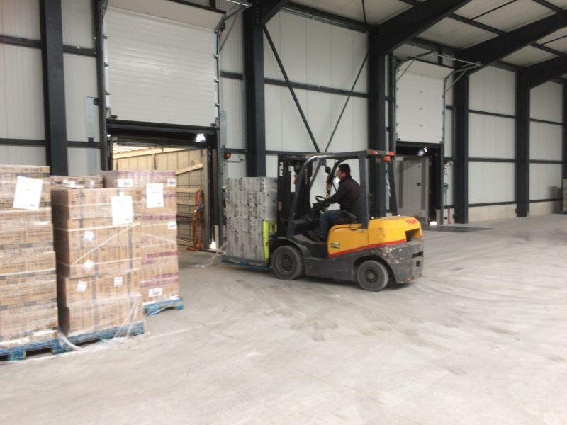 Déchargement de camion - Société Zucarlux Arlon - Logistique entreprise (3)